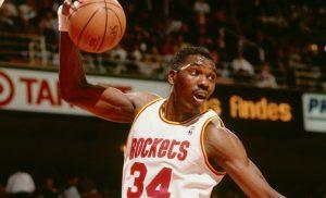 Olajuwon, el líder entre los jugadores con más tapones en la historia de la NBA