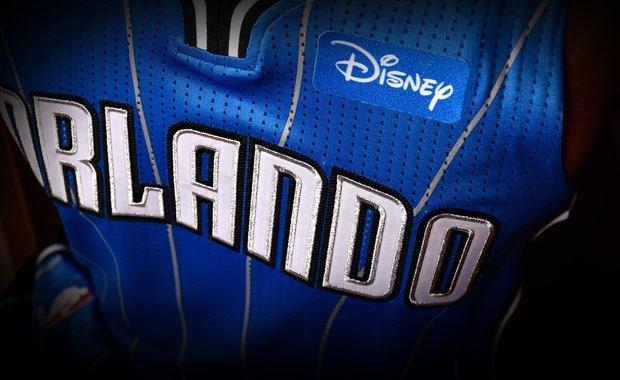La publicidad en las camisetas de los equipos NBA.