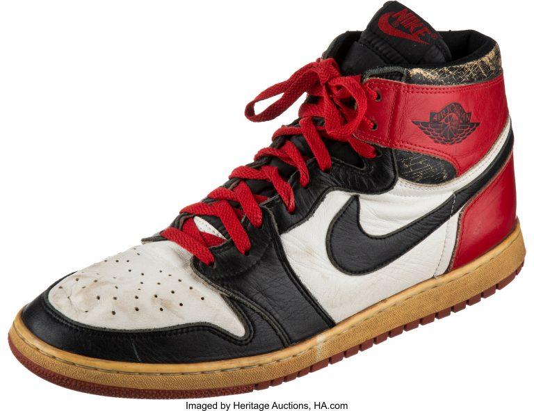 precoz Calificación testimonio  Las zapatillas usadas por Michael Jordan encontradas en un trastero