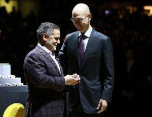 La plantilla de los Cavaliers visita a  Dan Gilbert durante su recuperación