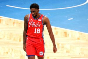 Shake Milton brilla con 31 puntos para imponerse a Miami Heat