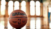 La NBA presenta el nuevo balón Wilson para la temporada 2021-22